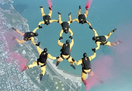 skydiving-658404_1280-min